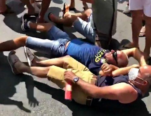 Continua la guerriglia ad  Amantea, vogliono far infettare anche la Calabria: bloccato il bus dei migranti infetti. Riunione d'emergenza al Viminale [Video]