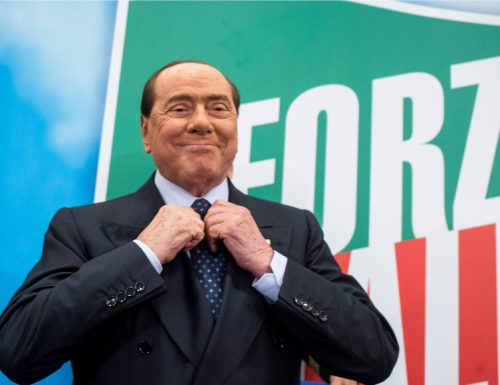 """A Berlusconi il caldo è andato alla testa. E al Pd, dice: """"Se ci sono le condizioni per un'altra maggioranza le valutiamo. Senza il M5S"""". Ma anche senza PD. L'unica via sono le urne!"""