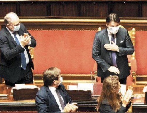 """Roba da pazzi, Giuseppe Conte e gli applausi finti in Aula, l'ex M5s Angiola: """"Mi hanno telefonato per dirmi di applaudire"""""""