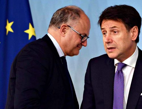 """Scene di panico al vertice UE,   Giuseppe Conte chiama Roberto Gualtieri: """"Siete sicuri?"""". Ulteriori debiti per gli italiani"""