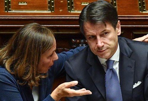"""La vergogna si abbatte su Conte. Porto Empedocle, la rabbia della gente: """"Conte aiuta più i migranti che gli italiani, una vergogna"""""""
