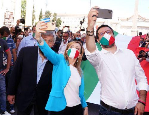 """Salvini in piazza """"sfratta"""" Conte e giallorossi: """"Qui la squadra che governerà il Paese per i prossimi anni"""""""