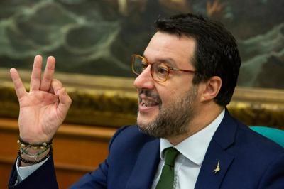 """La sberla a mano aperta di Salvini alla sinistra : """"I Cinquestelle sono ridicoli e bugiardi. L'accusa di razzista? Roba di sinistra"""""""