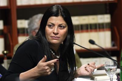 """Calabria, Jole Santelli dopo lo sbarco di immigrati positivi al coronavirus si scaglia contro il governo giallorosso: """"Conte faccia qualcosa, o chiudo i porti"""""""