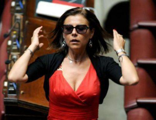 """Caos-Treni, Paola De Micheli fa l'ennesima figuraccia: """"Quadro epidemiologico mutato, vogliamo approfondire i sistemi di filtraggio"""". Cosa?"""