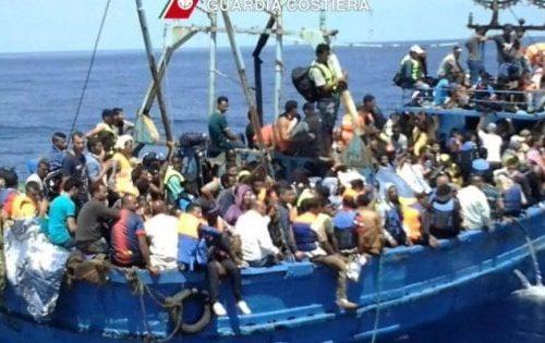 Immigrazione, barchette, barchini e barconi, e navi da quarantena fanno salire i contagi. Conte sotto accusa