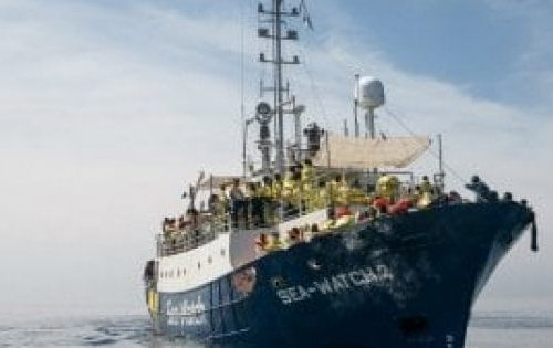 La vergogna continua Seawatch 4, la ong tedesca parte dalla Spagna e porterà migranti in Italia: ma Conte e Lamorgese parlano dei giovani italiani