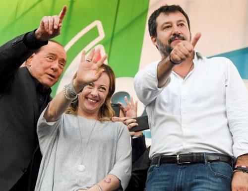 """Meloni, Salvini e Berlusconi firmano il patto anti-inciucio: """"Mai con la sinistra"""""""