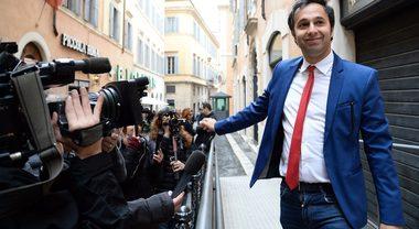 """Il grillino Battelli come Alberto Sordi, da ridere: """"Mi insultano per strada, ma ho studiato poco per colpa di una malattia"""""""