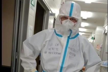"""La rabbia dell'infermiere Bellafiore: """"Per i caz**cci vostri noi stemo a grondà"""""""