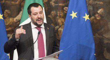 """Matteo Salvini esempio di lealtà e coerenza: sospende due onorevoli della Lega: Murelli e Dara, """"furbetti del bonus"""". """"Ma ora mandate a casa Tridico"""""""