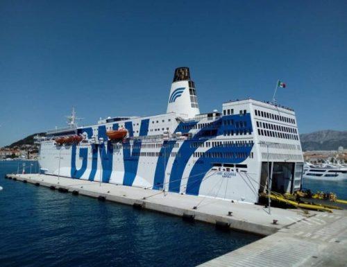 """Migranti, la nave da crociera """"Azzurra"""" non basta. 700 posti sono pochi: ne servono subito altre. Italiani chi?"""
