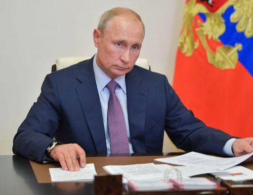"""Coronavirus, l'annuncio di Vladimir Putin: """"Trovato il vaccino. Testato su mia figlia, funziona senza grosse complicazioni"""""""