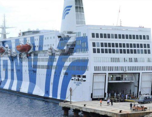 Nave quarantena a Lampedusa, a bordo altri 70 positivi. Ma per Conte e Lamorgese è tutto ok