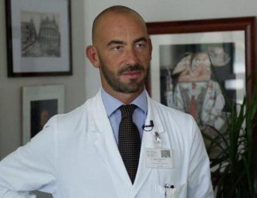 """Discoteche chiuse e mascherine obbligatorie, che strano virus, Matteo Bassetti: """"Contagi solo di notte, è un virus fornaio?"""""""