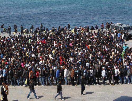 Lampedusa è una pentola a pressione, strapiena di  immigrati a rischio Covid. Il sindaco contro Conte