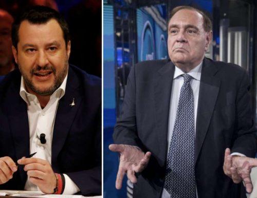 """Salvini parla dal palco, ma Mastella lo multa: """"A Benevento dopo le 18.00 si indossa la  mascherina"""" Il Covid è un orologio svizzero, esce alle 18"""