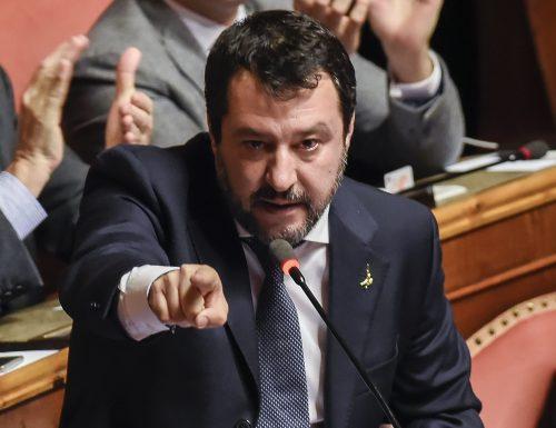 """Salvini smaschera i complottisti: """"A Palazzo Chigi stanno nascondendo qualcosa. Conte e Renzi dicono palle su palle"""""""