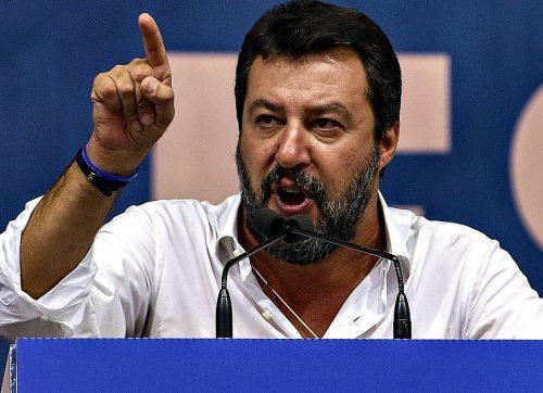 """Salvini epocale: """"Ti chiedono di indossare la mascherina anche in acqua e poi fanno sbarcare 15 mila balordi"""""""