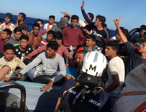 """[Porti Aperti] L'Ue ordina e solo l'Italia obbedisce: """"Rispettate le leggi sull'asilo"""". Più di quello che stanno facendo?"""