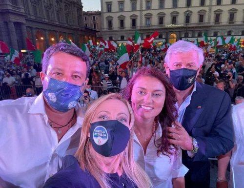 """Il centrodestra rivoluziona  Firenze: piazza stracolma per i leader e la Ceccardi: """"il vento è cambiato"""" [Video]"""