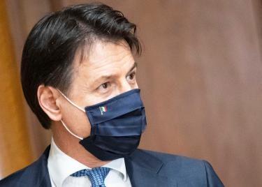 """Giuseppe Conte gira le spalle ai lombardi,  retroscena: """"Se poi mi ammalo, come si fa?"""". Il rifiuto ad Attilio Fontana: niente visita"""