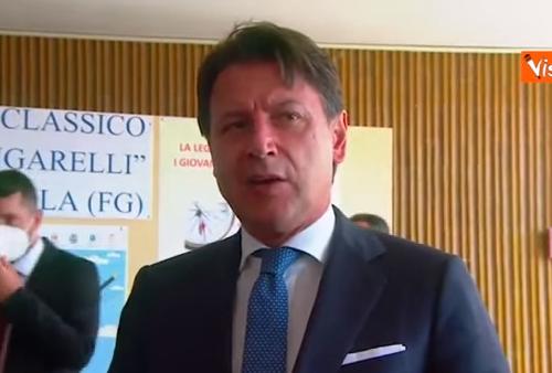 """Che brutta figura, immigrazione, quando  Giuseppe Conte stava con Salvini: """"Non possiamo tollerare che si entri in Italia in modo irregolare"""". Poi si è rimangiato tutto"""
