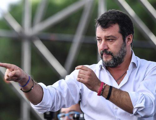 """Salvini tuona: """"Chi resta a casa ha già perso"""". E in un video mostra tutte le brutte figure della Azzolina"""