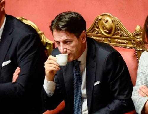 """Sea Watch, stiamo arrivando. Altri 353 migranti possibili fuggitivi Covid. Salvini: """"se sbarcano denuncio il governo"""""""