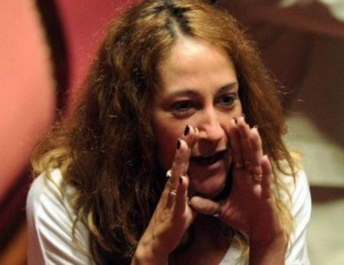 """Paola Taverna travolta dai suoi colleghi: """"Beneficenza? Vale solo per lei. Restituisci i bonus"""""""