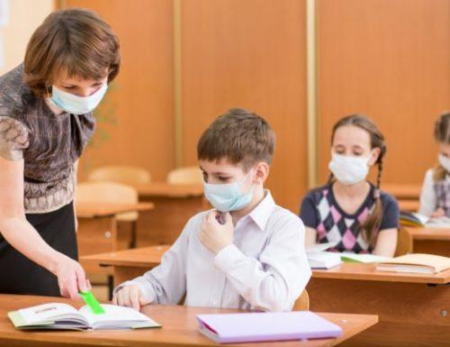"""Coronavirus, il virus avanza: 1766 contagi, 17 morti e 100 ricoveri. E nelle aule: 528 scuole """"positive"""""""