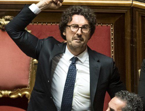 """Roba fantozziana, Toninelli sgancia la balla atomica: """"Io sono il ministro che ha fatto di più nella storia"""". Fermatelo…"""