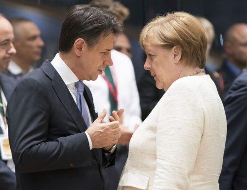 """Il suddito Giuseppe Conte, """"delega i negoziati ad Angela Merkel"""": lascia il vertice Ue per il funerale della Santelli"""