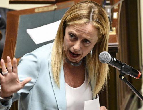 """Giorgia Meloni asfalta il premier  Conte: """"Stai trasformando il virus in una farsa. Mi vergogno di vedere l'Italia ridotta così"""""""