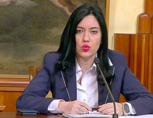 """2400 contagi ma per Azzolina va tutto bene (si, Madama la Marchesa): """"Le scuole non chiuderanno, pochi contagi, fila tutto liscio"""""""
