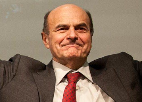 """Pier Luigi Bersani apre un nuovo mercato delle vacche: """"Sta gestendo lui la trattativa"""", terremoto in maggioranza"""
