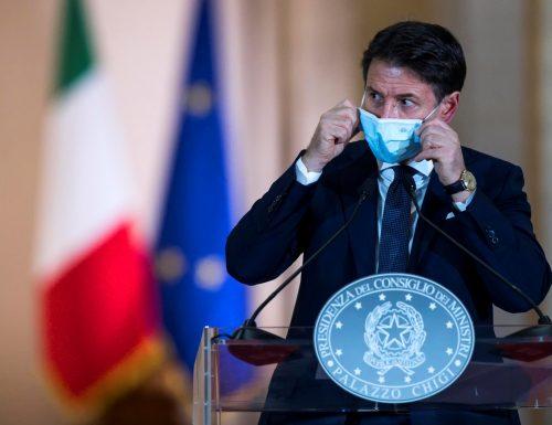 """Altra balla di Conte?: """"A inizio dicembre avremo le prime dosi di vaccino anti-Covid"""""""