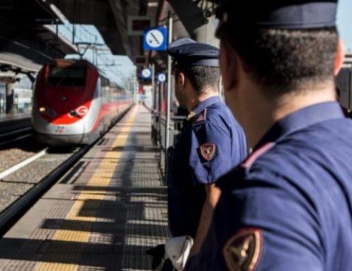 Aggressione violenta sull'intecity: immigrato colpisce  capotreno e carabinieri mandandoli in ospedale