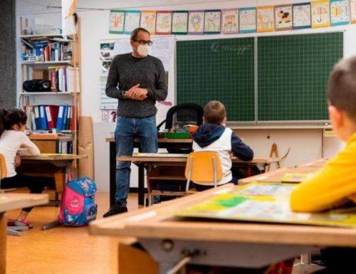 Coronavirus, cose da pazzi in una scuola di Sassari: il bimbo dimentica l'astuccio, lo fanno restare fermo in classe per 5 ore