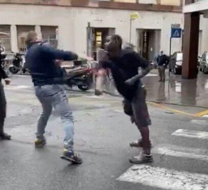 Immigrati si rifiutano di mettere la mascherina e prendono a calci e pugni i poliziotti. Esplosi due colpi di pistola…