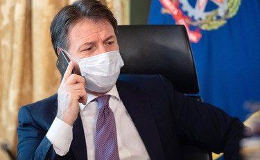 """Il Premier Conte cancella il Natale: """"Niente cenoni"""""""