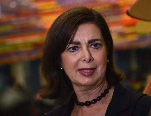 """Laura Boldrini recita il solito vittimismo, Mattia Feltri la asfalta: """"Gli ospiti devono sapere come comportarsi"""""""