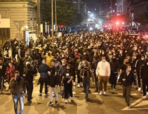 41 mila contagi, Napoli diventa zona rossa e sul  lungomare partono subito le  proteste contro il lockdown e Conte