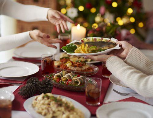 Niente mercatini di Natale e stop a cenoni in famiglia. Ecco le conseguenze del virus sulle feste