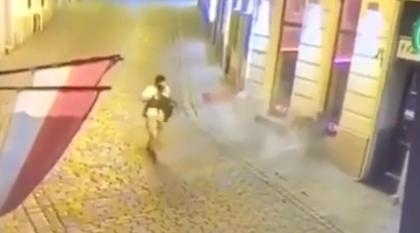 Vienna, il terrorista spara su un passante durante la fuga