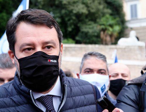 """Salvini vuole  Toninelli fuori dai co***, all'estero: """"Se se ne andasse non sarebbe un danno per il Paese"""""""