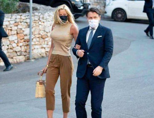 L'auto blu è cosa nostra: la fidanzata di Conte va in giro con l'auto di servizio: aperta un'inchiesta dopo la denuncia di Fratelli d'Italia