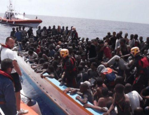 Immigrati, il cazzotto in faccia della Ue all'Italia: tenetevi i clandestini per tre anni, poi si vede…