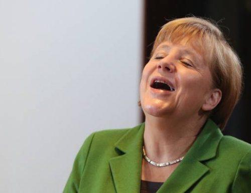 La Merkel fa asso piglia tutto e detta legge in Europa: acquista 30 milioni di dosi extra