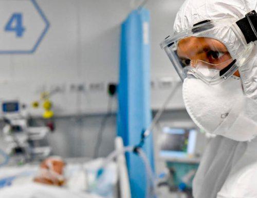 Coronavirus, l'indice risale al 12,6%: misure rigide e scuole chiuse anche dopo il 7 gennaio